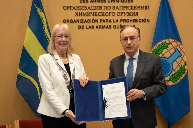 The Director-General of the Organisation for the Prohibition of Chemical Weapons (OPCW), H.E. Mr Fernando Arias, and the Mayor of Pijnacker-Nootdorp, H.E. Ms Francisca Ravestein, signed an agreement today to provide land for the construction of a new OPCW Centre for Chemistry and Technology