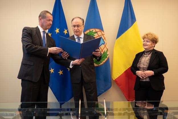 OPCW Director-General, H.E. Mr Fernando Arias, today met with the Permanent Representative of Romania to the OPCW, H.E. Ambassador Brândușa Predescu, on behalf of the current Presidency of the Council of the EU, and with Principal Adviser, European External Action Service, H.E. Ambassador Mika-Markus Leinonen