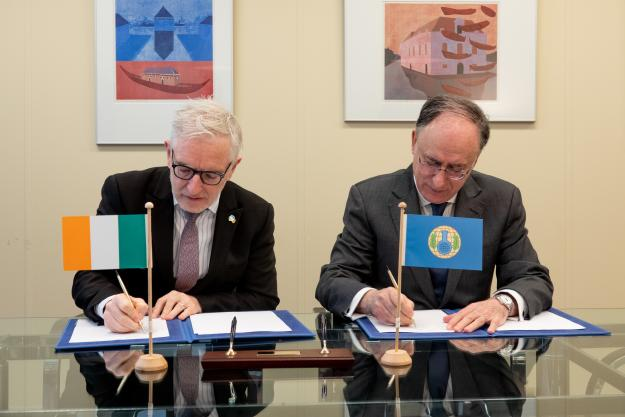 OPCW Director-General, H.E. Mr Fernando Arias, and the Permanent Representative of Ireland to the OPCW, H.E. Ambassador Kevin Kelly.