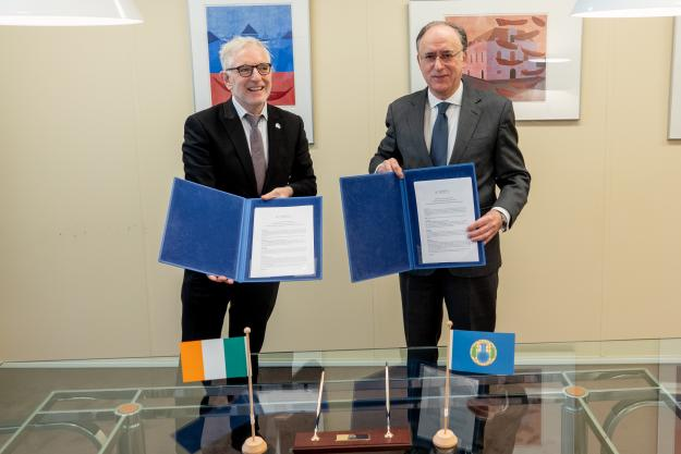 PCW Director-General, H.E. Mr Fernando Arias, and the Permanent Representative of Ireland to the OPCW, H.E. Ambassador Kevin Kelly.