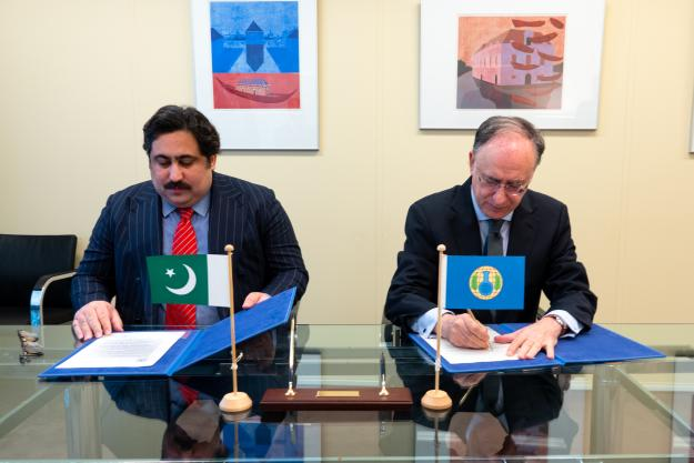 Director-General of the OPCW, H.E. Mr Fernando Arias, and the Alternate Permanent Representative of Pakistan to the OPCW, Counsellor Mr Aizaz Khan