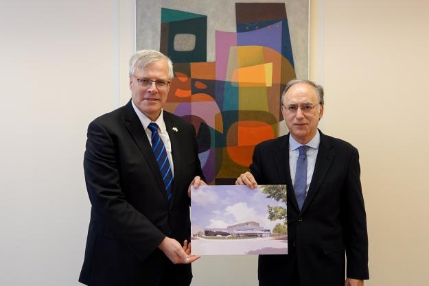 H.E. Naor Gilon, Ambassador of Israel to the Netherlands (Left) and H.E. Mr Fernando Arias, OPCW Director-General (Right)