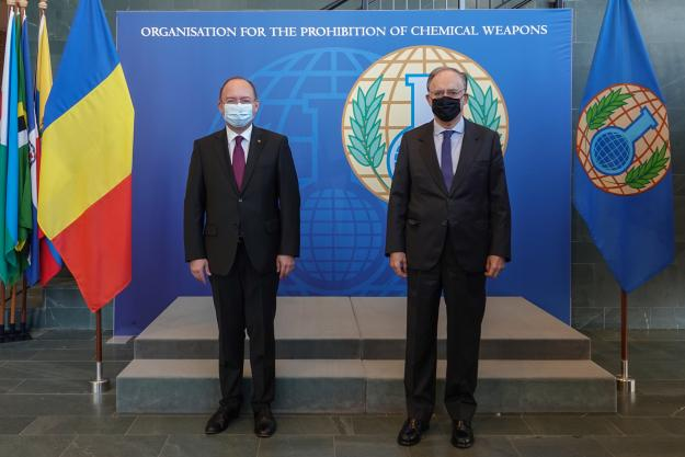Minister of Foreign Affairs of Romania, H.E. Mr Bogdan Aurescu, with the Director-General of the OPCW, H.E. Mr Fernando Arias