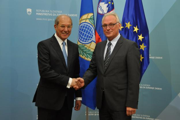 The OPCW Director-General, Ambassador Ahmet Üzümcü (left), with the State Secretary for the Ministry of Foreign Affairs, Mr Bogdan Benko (right).