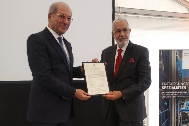 Director-General presents a certificate to the Libyan government in recognition of the complete destruction of all its declared chemical weapon stockpiles.