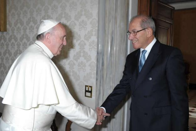 OPCW Director-General Ahmet Üzümcü, visited the Vatican on 27 September and had an audience with Pope Francis. Pope Francis and OPCW Director-General Ahmet Üzümcü.