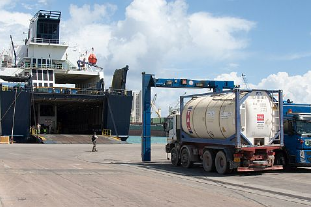 A loading operation to remove the remnants of Libya's remaining chemical weapons stocks. Photo credit: Defence Command Denmark
