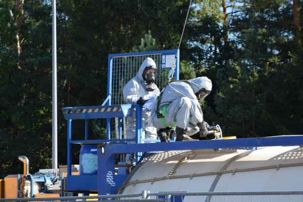 Samples are collected from a container with Libyan precursor chemicals at a specialised destruction facility operated by GEKA in Munster, Germany. Photo: GEKATanks containing Libyan chemicals are unloaded at the port of Bremen, Germany. Photo: Defence Command Denmark