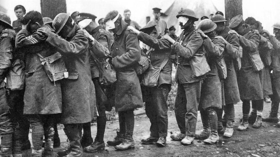 British soldiers blinded by exposure to mustard gas, 1918