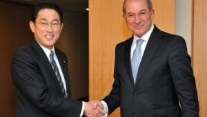Director-General Ahmet Üzümcü (Right) and Japan's Minister of Foreign Affairs, Mr. Fumio Kishida