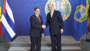 The Minister of Foreign Relations of Cuba, H.E. Mr Bruno Rodriguez Parrilla (left),and OPCW Director-General, Ambassador Ahmet Üzümcü.