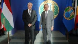 The Minister of State for Security Policy and International Cooperation of Hungary, Dr István Mikola (left), with the Director-General, Ambassador Ahmet Üzümcü (right).