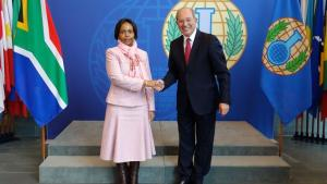 Director-General Ahmet Üzümcü and the Minister of International Relations and Cooperation of South Africa, H.E. Ms Maite Nkoana-Mashabane