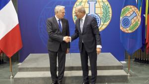 OPCW Director-General Ahmet Üzümcü (right) and the Minister of Foreign Affairs and International Development of France, H.E. Mr Jean-Marc Ayrault, on 21 November 2016.