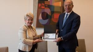 OPCW Director-General Ahmet Üzümcü (right) and H.E. Ms Brândușa Predescu, Permanent Representative of Romania to the OPCW, signed yesterday a Privileges and Immunity Agreement between the OPCW and Romania.