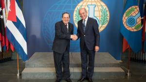 OPCW Director-General Ahmet Üzümcü (right) and the First Deputy Minister of Science, Technology and Environment of the Republic of Cuba, H.E Dr Fernando González Bermúdez.
