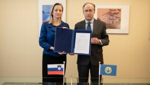 Slovenia's Permanent Representative to the OPCW, H.E. Ambassador Sanja Štiglic, and the OPCW Director-General, H.E. Mr Fernando Arias.