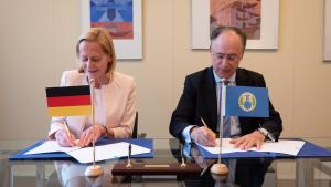 the Director-General of the OPCW, H.E. Mr Fernando Arias, and the Permanent Representative of Germany to the OPCW, H.E. Ambassador Christine Weil