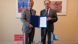OPCW Director-General, H.E. Mr Fernando Arias, and Permanent Representative of Norway to the OPCW, H.E. Ambassador Martin Sørby