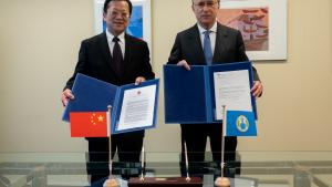 H.E. Mr Fernando Arias, and the Permanent Representative of China to the OPCW, H.E. Ambassador Xu Hong.