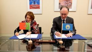 OPCW Director-General, H.E. Mr Fernando Arias, and the Permanent Representative of Portugal to the OPCW, H.E. Ambassador Rosa Batoréu