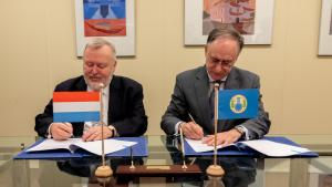 OPCW Director-General, H.E. Mr Fernando Arias, and the Permanent Representative of Luxembourg to the OPCW, H.E. Ambassador Jean-Marc Hoscheit