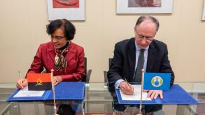 OPCW Director-General, H.E. Mr Fernando Arias, and the Permanent Representative of Angola to the OPCW, H.E. Ambassador Maria Isabel Gomes Godinho de Resende Encoge