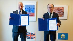 H.E. Ambassador Peter Wilson, Permanent Representative of the United Kingdom to the OPCW, and H.E. Mr Fernando Arias, Director-General of the OPCW