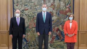 Left to Right: OPCW Director-General H.E. Mr Fernando Arias; H.E. Mr Fernando Arias; His Majesty, the King, Felipe VI; Cristina Gallach, Secretary of State for Foreign Affairs